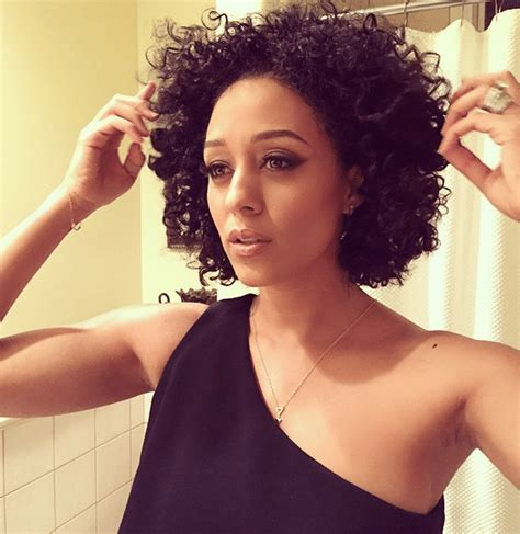 tamera mowry wigs tia mowry rocks her natural hair at a sag award party