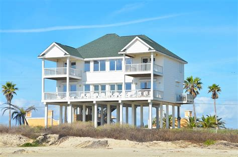 Beachfront House Close To Town 5 Bedrooms Homeaway House For Rent Galveston