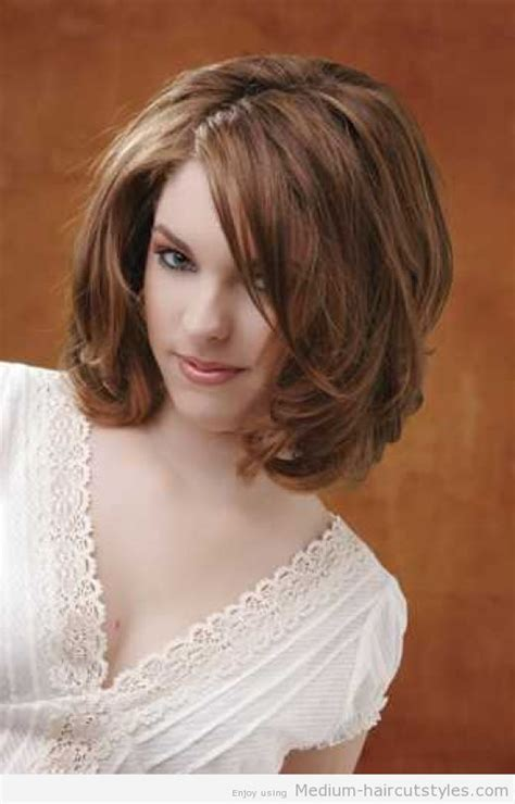 above the shoulder layered hairstyles medium length hairstyles for women with wavy hair 3