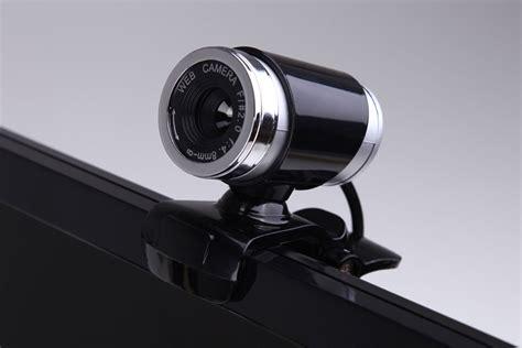 golpistas invadem pcs gravam  pela webcam  postam
