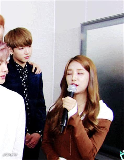 Netizens think BTS' Jungkook & LABOUM's Solbin's awkward