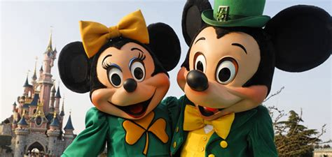 St Vincent Disneys Mickey Meets The Captain Of The Guard Ms 2 when to visit disneyland 174