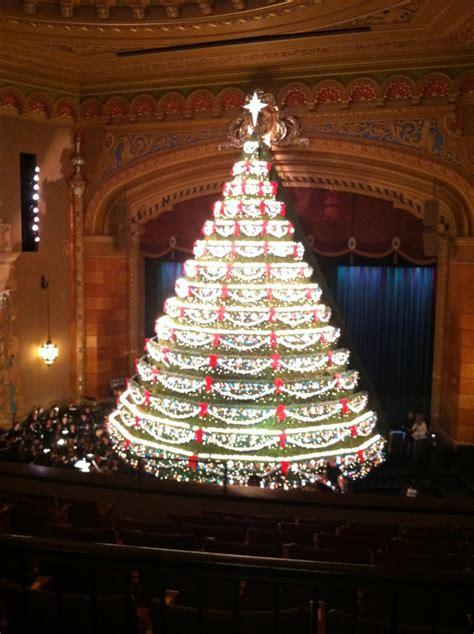 mona shores singing christmas tree