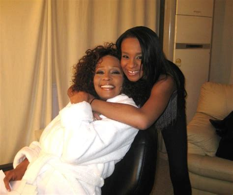 Whitney Houston And Her Daughter | bobbikristina to be buried next to her mother whitney