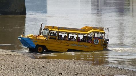 duck boat sinking video missouri 11 dead after duck boat sinks during storm