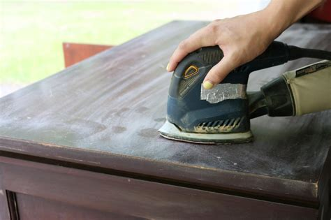 Best Sandpaper For Wood Furniture by How To Distress Furniture How Tos Diy