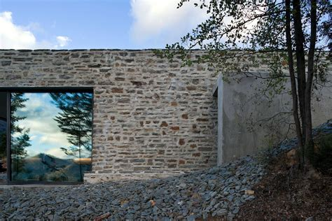 stone and glass house designs mountain retreat house designed by fearon hay architects keribrownhomes