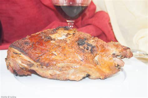 ricetta per cucinare come cucinare la coscia di maialino nel forno a legna