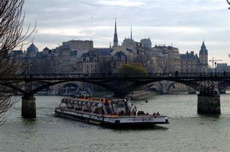 bateau mouche wikipedia file bateau mouche sous le pont des arts ile st louis