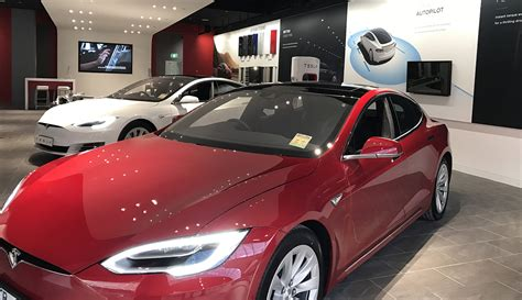 Tesla Model S Retail Price Tesla Sets Up Shop In Chadstone Melbourne New Showroom