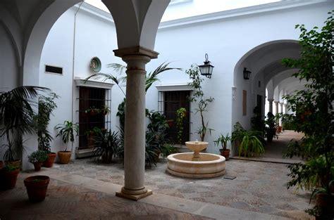 patio andaluz sevilla patio andaluz junto al cabildo en sevilla 1 opiniones y 2