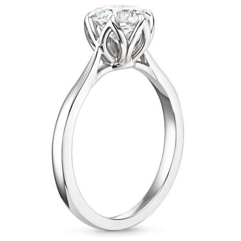 Side Ring 9 stunning engagement rings with details