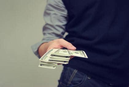 limite versamento contanti banca pagamenti in contanti degli oneri condominiali quali limiti