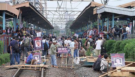 Rel Stasiun Tambun Bekasi Diblokir   Metro Tempo.co