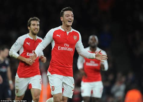 alexis sanchez won chions league arsenal 3 0 dinamo zagreb mesut ozil and alexis sanchez
