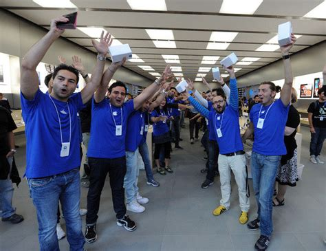 apple employee 5 ways the apple store could embrace a luxury vibe macworld