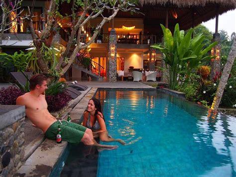 stylish  villa   ubud bali location kemenuh