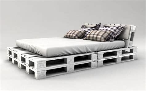 bett aus holzpaletten palettenbett bauen weiss streichen interiors