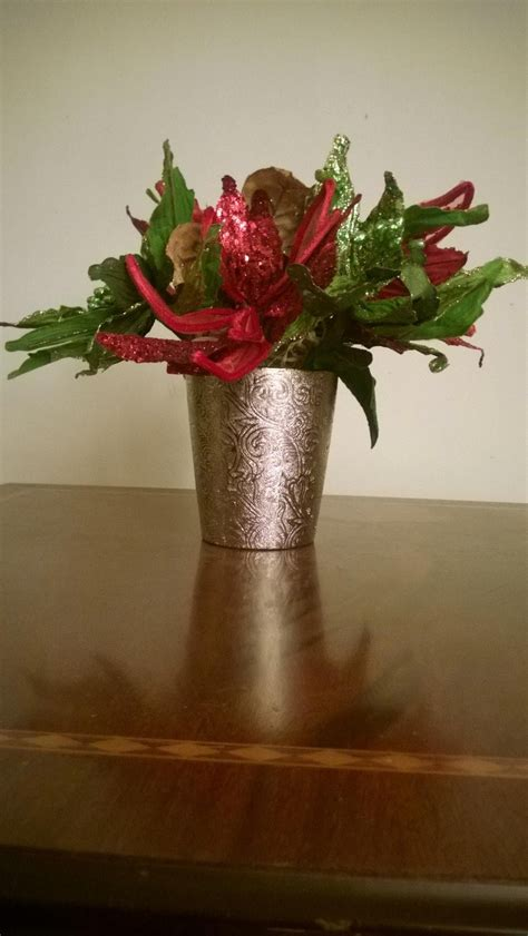 easy how to make a christmas flower arrangements youtube