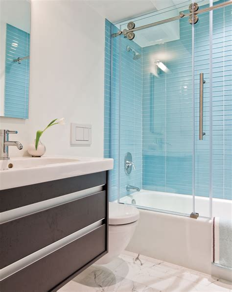 glass tile in bathroom tropic