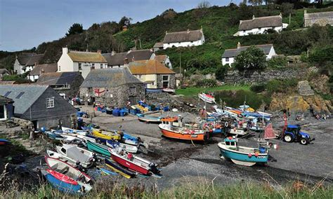 Tiny Cottages by Cadgwith Main Page
