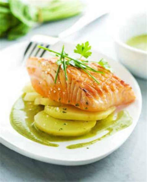 cuisiner des pav駸 de saumon pav 233 de saumon grill 233 224 l unilat 233 ral sauce 224 l oseille