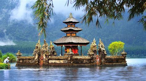 beautiful temples  bali  scenic backdrops
