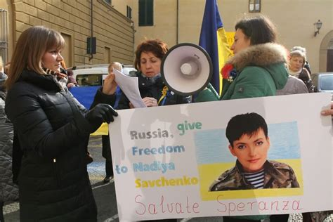 consolato russo a firenze ucraini davanti al consolato russo quot ridateci stop
