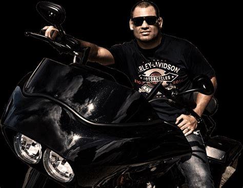 Ufc Harley Davidson by Ufc Heavyweight Ch Cain Velasquez On Harley Davidson