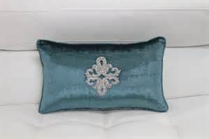 Modern Sofa Pillows Make Use Of Throw Pillows To Accessorize Your Modern Sofa La Furniture