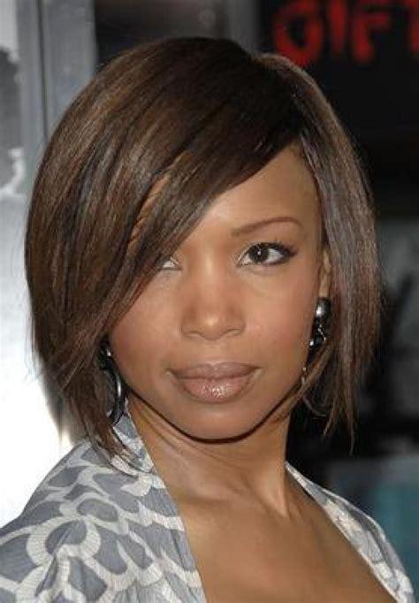 new hairstyle for black woman in her 40s jaki typ grzywki i jaki typ fryzury poszerzy twarz