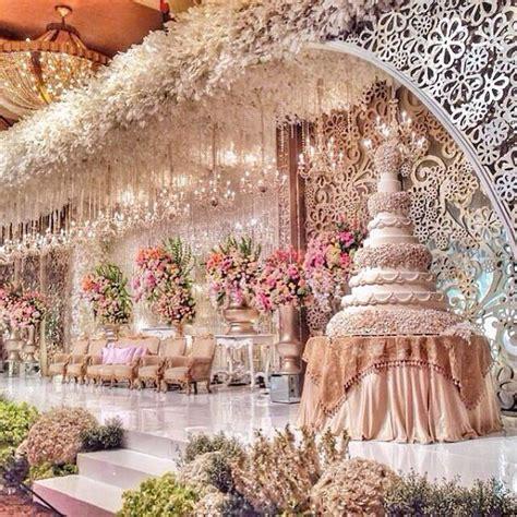 30 grand opulent royal wedding inspired wedding cake by le novelle naija wedding wedding