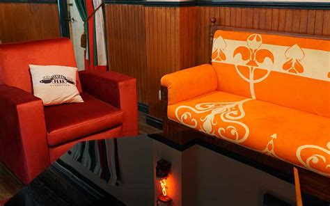 central perk couch your f r i e n d s are here kopifolks