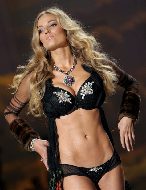 worlds hottest women gets it most hottest women of fifa world cup 2010 letmeget com