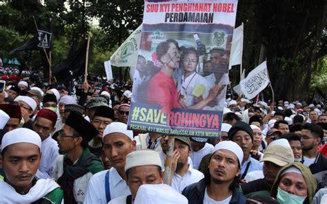 Oleh Oleh Gantungan Kunci Bendera Dari Indonesia massa aksi turunkan bendera myanmar dan usir dubesnya dari indonesia