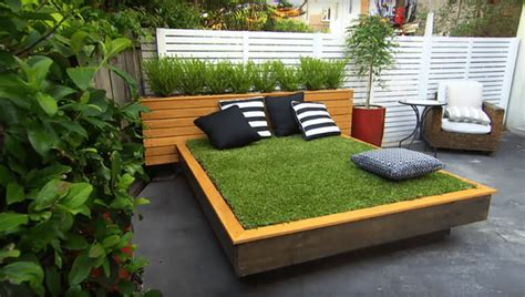 building a daybed how to build diy outdoor daybed out of green grass homecrux