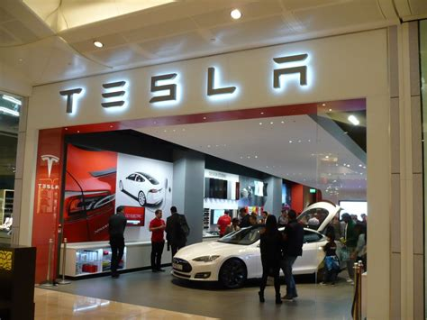 Tesla Showroom Elon Musk Opens New Tesla Store In Mall Live Photos