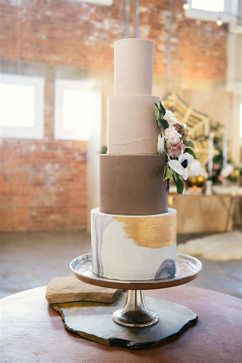 Moderne Torten by Modern Loft Wedding San Diego Wedding 100 Layer Cake