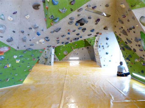 bouldern zu hause was ist der unterschied zwischen einer kletterwand und