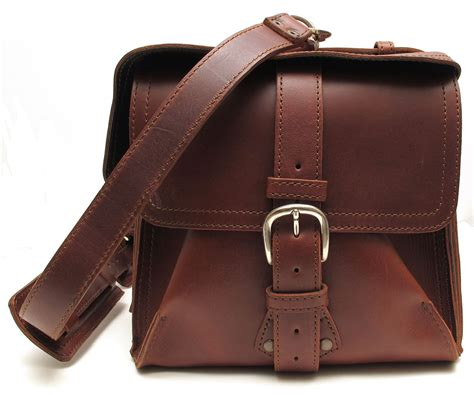 leather bag saddleback leather duffel overnight leather bag review