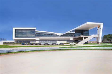 sede atalanta porsche experience center atlanta headquarters 02 photo 17