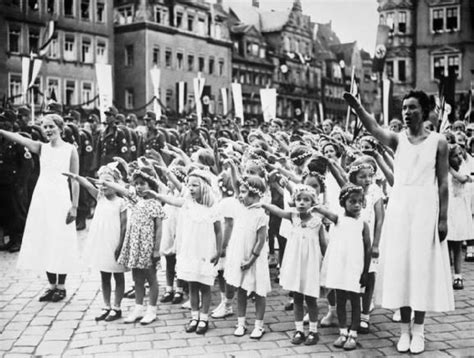 biography of hitler for students hitler youth girls group the league of german maidens