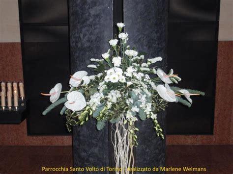 composizioni fiori natale composizione floreale nella chiesa santo volto per il