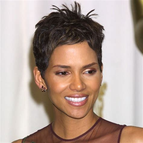 how to style hair like hale berry halle berry haircut