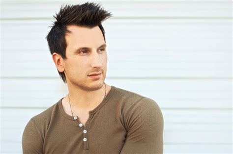 russell dickerson management thirty tigers launches new label signs russell dickerson