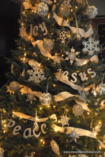 christmas tree decorated whith words 25 beautiful diy ornaments honeybear