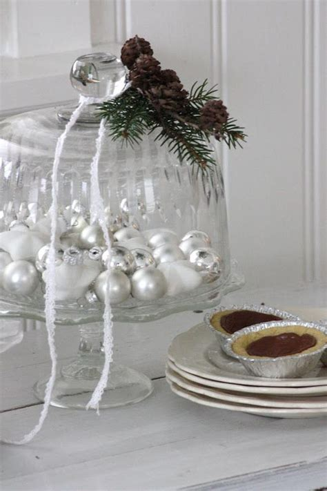 Cake Plate Decorating Ideas by Best 25 Cake Stand Decor Ideas On