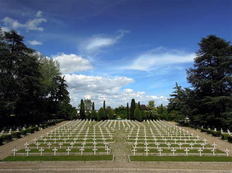consolato polacco bologna celebrazioni presso il cimitero militare polacco a bologna