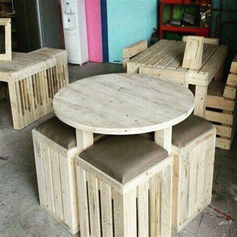 Kursi Buat Cafe buat kalian yang bigung nyari workshop kayu buat bikin