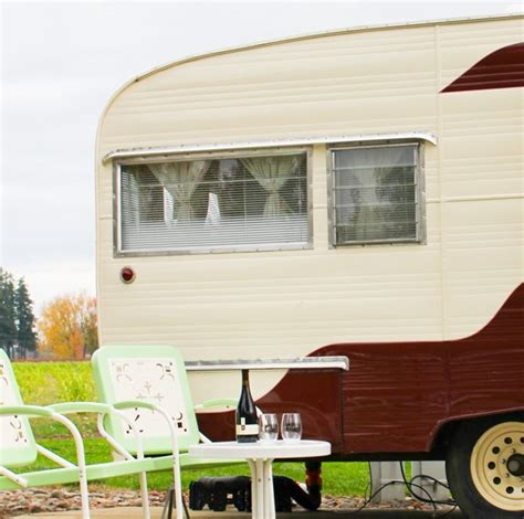 A Place In The Country Trailer A Vintage Trailer Park And Pinot Noir Platings Pairings